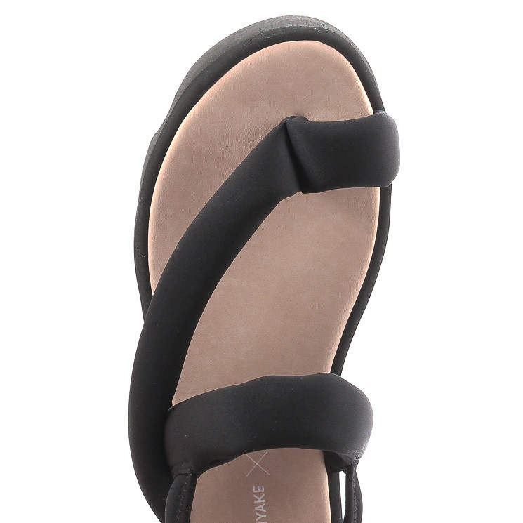ISSEY Miyake Bounce Damen Sandale schwarz